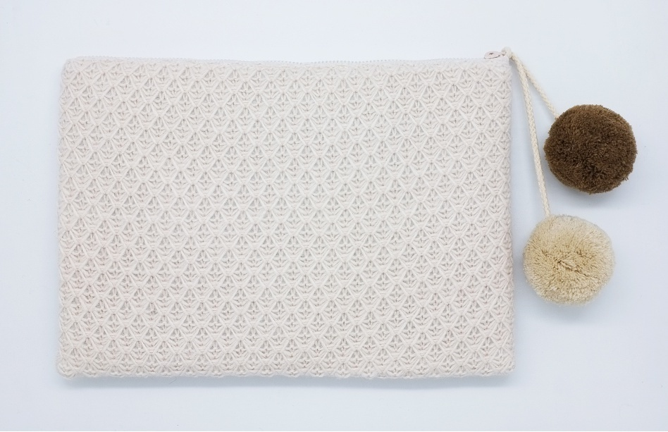 OOH LA LA◆KNIT POMPOM CLUTCH BAG◆追跡発送
