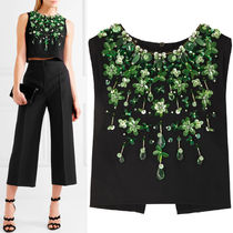 MM125 CROPPED STRETCH CREPE TOP WITH FLORAL BIJOUX