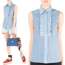 MM148 RUFFLED SLEEVELESS BLOUSE IN STRIPED CHAMBRAY
