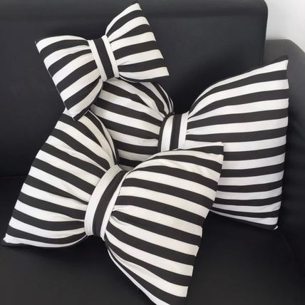 Size and stripe Ribbon cushion