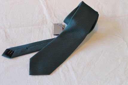 Carefully select and TOM FORD's finest silk tie