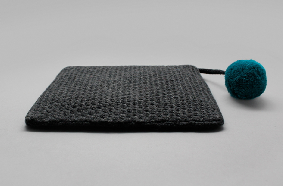 【OOH LALA1537]ポーチ★KNIT POMPOM POUCH Ver.2-3色