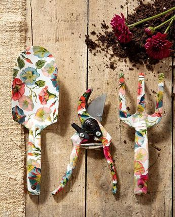 MACKENZiE-CHiLDS gardening tool set