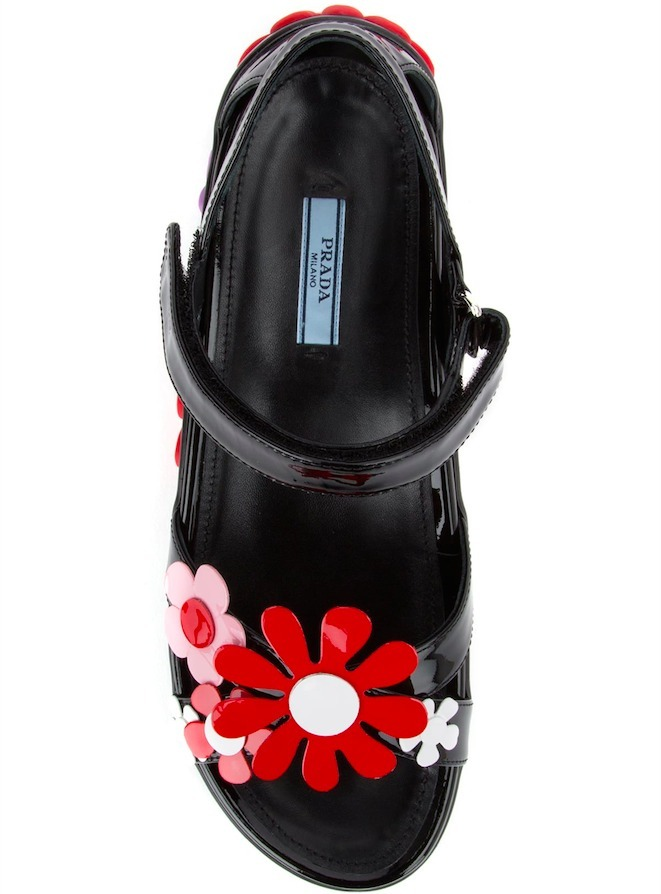 PR369 FLOWER EMBELLISHED PATENT LEATHER SANDALS