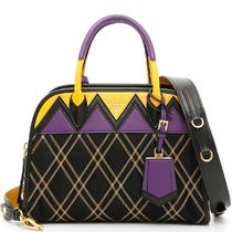 PR412 GRAPHIC QUILTED SMALL BAG