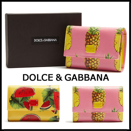 D & G fruit pattern folding wallet to present