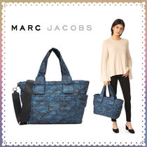 MARC JACOBS(マークジェイコブス) マザーズバッグ 【送料/関税込】MARC JACOBS★カモフラ柄 ナイロン  Baby Bag