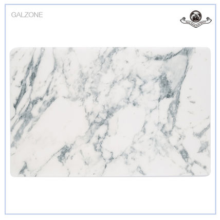 Table 6 piece set marble-like place mats in the sense of