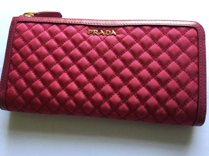 Popular PRADA quilted round long wallet 1ML183 pink