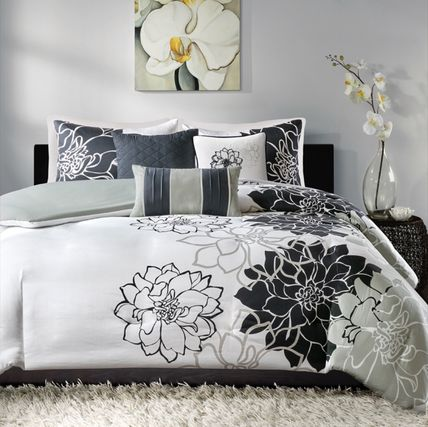Deco pillow 3 piece with floral quilt cover six-point double