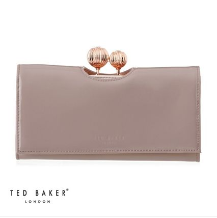 《TED BAKER》Kimmiko Etched Bobble Patent Matinee長財布