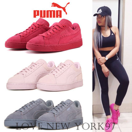 Leg length effects in model PUMA Suede sole color.