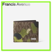 国内発送 Michael Kors Painterly Camo Billfold Wallet
