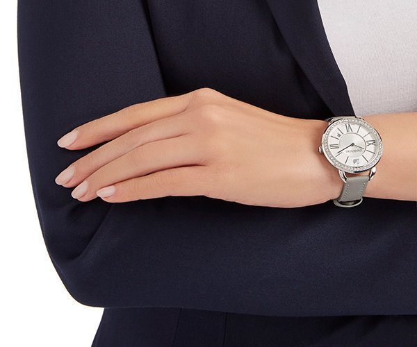 国内発【SWAROVSKI】Aila Day Taupe Watch 5182191☆送関込/人気