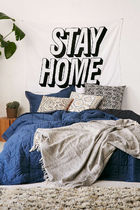 Urban Outfitters(アーバンアウトフィッターズ) タペストリー お部屋をオシャレに!★UO★Stay Home Text タペストリー 白黒