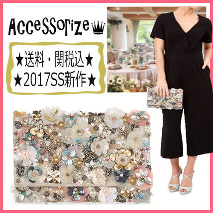 Accessorize wedding party primping clutch bag