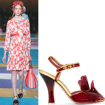 MM235 LOOK42 FLORAL EMBELLISHED VINYL SANDALS
