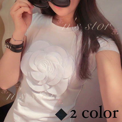 Recommend simple Camelia white t-shirt