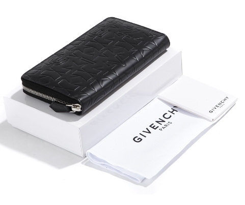 Givenchy 正規品★round Zipped Wallet  レディース長財布
