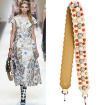 FE1535 LOOK37 STRAP YOU WITH FLOWER BUD APPLIQUE