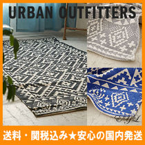 Urban Outfitters(アーバンアウトフィッターズ) ラグ・マット・カーペット 送料/関税込み☆URBAN OUTFFITERS★幾何学模様ラグマット