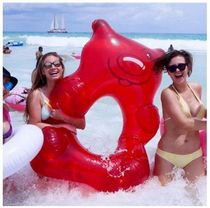 Giant Gummy Bear Pool Float - Red 浮き輪 グミベア