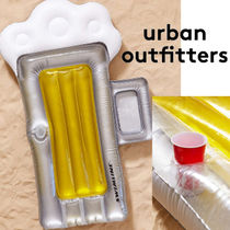 Urban Outfitters(アーバンアウトフィッターズ) うきわ  Urban Outfittersドリンクホルダー付*ビール型フロート☆送関込