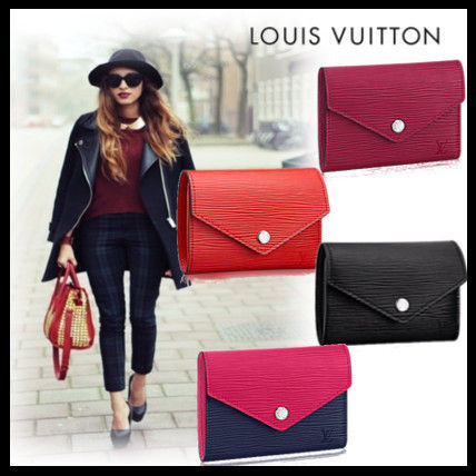 Louis Louis Vuitton EPI leather bag a great compact purse
