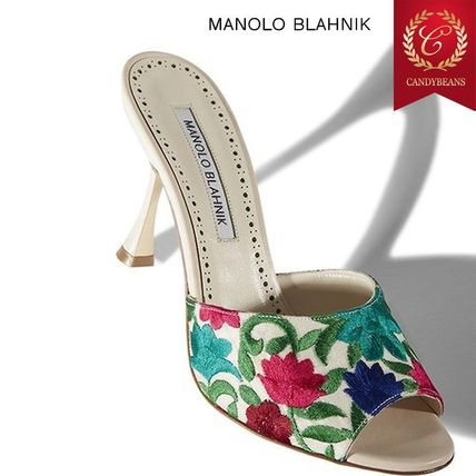 Manolo Blahnik Fashion floral embroidered mules