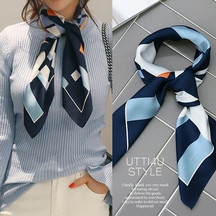 Gorgeous little atmosphere scarf subdued shades of blue