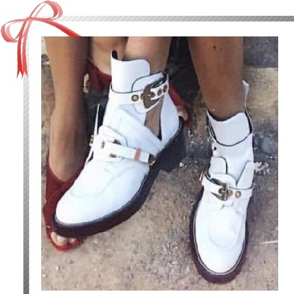 【BALENCIAGA】Ceinture Cut-Out Leather Ankle Boots