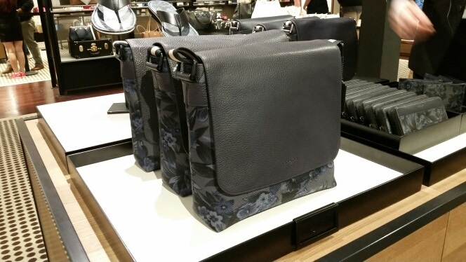 【COACH】17 新作 限定商品 CHARLES MESSENGER ★ ハワイアン柄