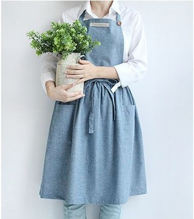 Soft denim material apron-sizes with plenty of body cover