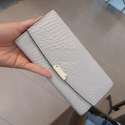 Sale Burberry button expressions long wallet
