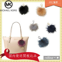 セレブ愛用者多数☆Michael Kors☆ Large Fur Pom Pom Key Charm