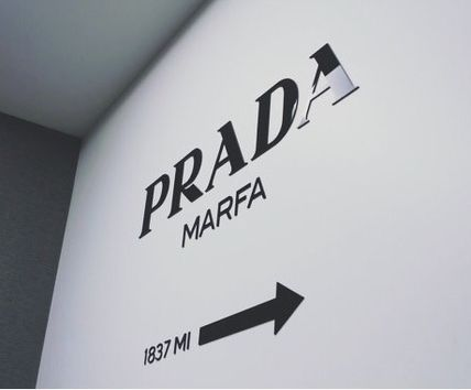 Gossip Girl in PRADA MARFA Prada Marfa wall stickers