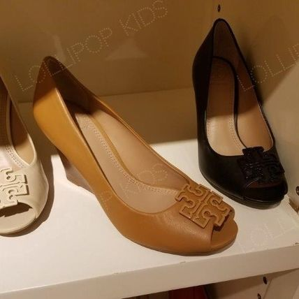 セール!Tory Burch★ POWDER COATED MELINDA OPEN TOE WEDGE