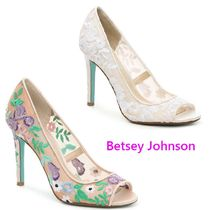 セール! Betsey Johnson Mave Pump