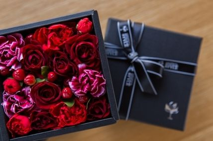 Black gift box red flower box my father's day