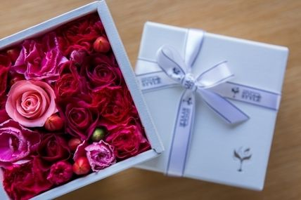 Flower box my father day gift box in white fuchsia pink pink