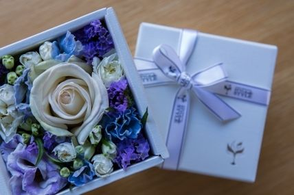 Flower box father's day gift white box blue / white