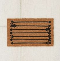 Urban Outfitters(アーバンアウトフィッターズ) ラグ・マット・カーペット Urban Outfitters ◆◆ 限定 ドアマット / Arrows Doormat