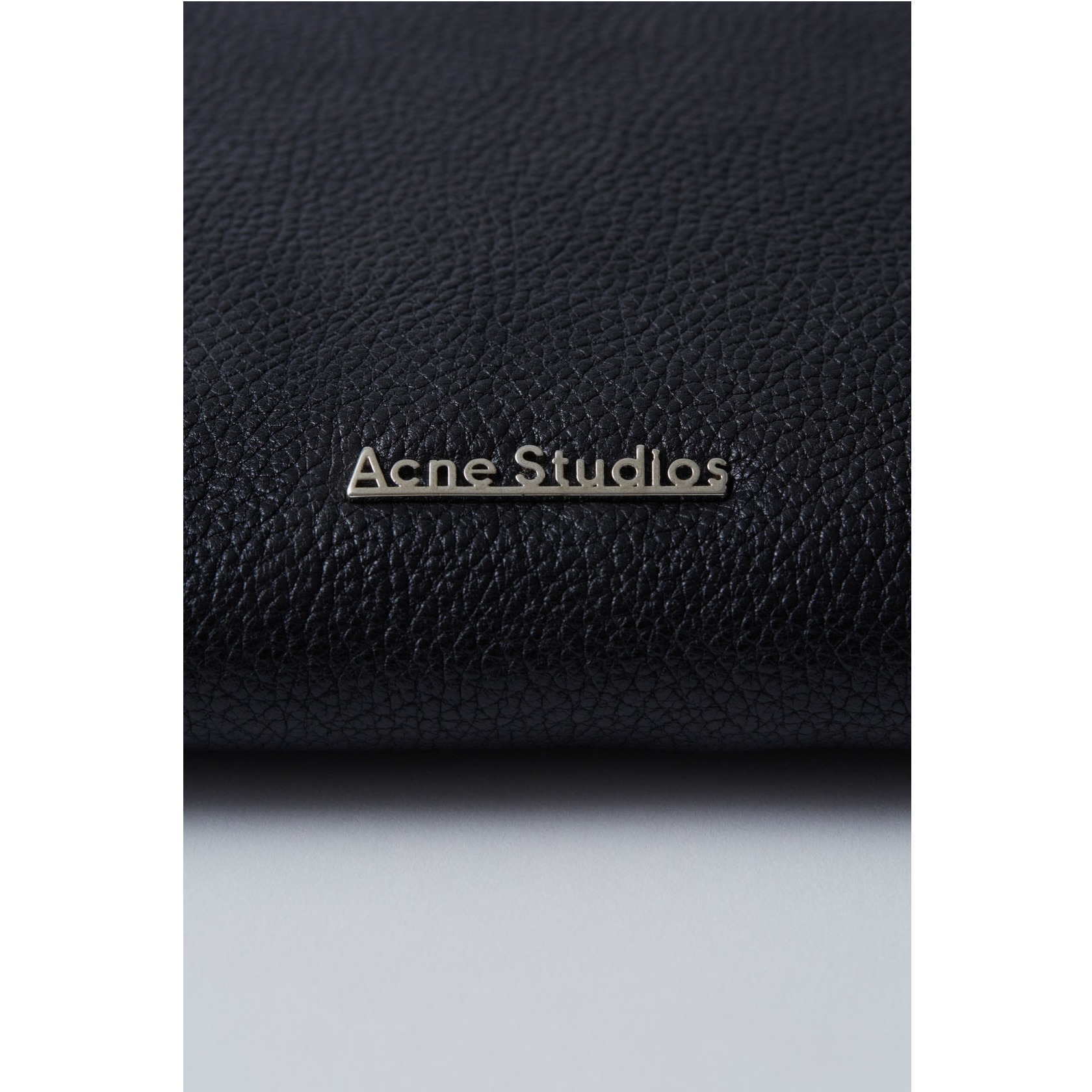 [Acne] Viola grain leather pouch black グレインレザーポーチ