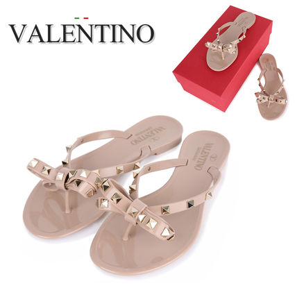 Love the VALENTINO studded reborn Beach Sandals of the