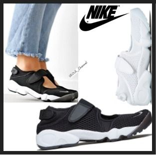 Events in the NIKE WMNS AIR RIFT BR airlift black 22-28