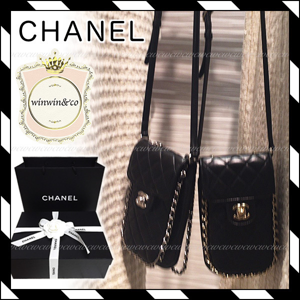 17AW【国内発送】CHANEL★スマホが入る!チェーンポーチ 2色