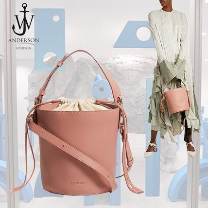 17 AW J W ANDERSON and bucketresa and canvas tote