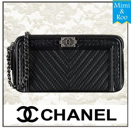 In the CHANEL party BOY CHANEL chain bag