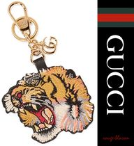 【国内発送】GUCCI キーホルダー Embroidered leather keychain