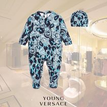 YOUNG VERSACE(ヤングヴェルサーチ) ベビーその他 YOUNG VERSACE/ボーイズベビーグロー&帽子箱入りギフトセット